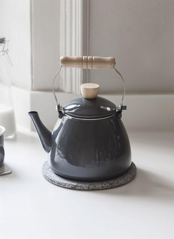 czajnik elektryczny szary z rączką