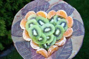 patera owoce kiwi
